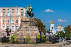 O monumento de Bogdan Khmelnitsky no monastério de St Michael em Kyiv Imagens de Stock