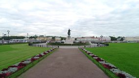 O monumento de bronze do cavaleiro no verão filme