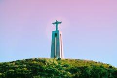 O monumento de Cristo Rei de Jesus Christ em Lisboa fotografia de stock