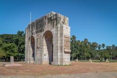 O monumento de Expedicionario arqueia no parque de Farroupilha ou no parque de Redencao em Porto Alegre, Rio Grande do Sul, Brasi imagens de stock royalty free