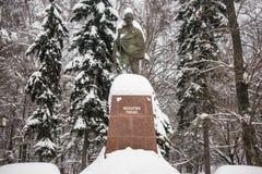 O monumento do líder político e espiritual indiano famoso Mahatma Gandhi em Moscou, Rússia Fotografia de Stock Royalty Free