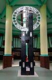 O monumento equatorial é ficado situado no equador em Pontianak imagens de stock