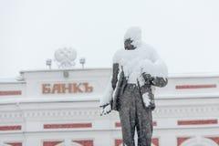 O monumento a Lenin sob a neve Imagens de Stock
