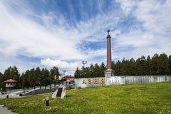 O monumento na beira de Europa e de Ásia perto de Pervouralsk, oblast de Sverdlovsk, Rússia Imagens de Stock Royalty Free