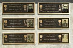 O monumento na honra de soldados caídos perdeu sua vida em Iraque e em Afeganistão nos veteranos Memorial Park, cidade de Napa Imagens de Stock