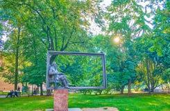 O monumento no parque da cidade, Krakow, Polônia Fotografia de Stock