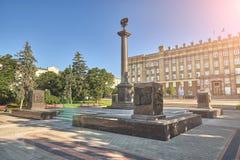O monumento perto da duma de estado Belgorod fotografia de stock royalty free