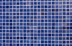 O mosaico azul telhou o fundo Imagens de Stock