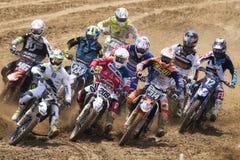 O motocross MXGP, EMX e MX2 compete durante o campeonato mundial italiano 2017 de MXGP em Ottobiano Circu Fotos de Stock