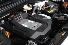 O motor da célula combustível moderna do hidrogênio pôs o carro Hyundai Nexo de SUV fotografia de stock