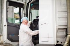 O motorista do transporte do leite Fotografia de Stock
