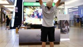 O movimento da dança do homem novo com Xbox demonstrou o jogo filme