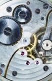 O movimento da parte do tempo de Pocketwatch do relógio do vintage alinha rodas denteadas Foto de Stock