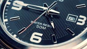 O movimento das mãos de um relógio de pulso vídeos de arquivo