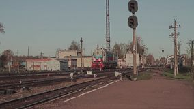 O movimento do trem de desvio na estação filme