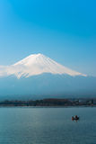 O Mt Fuji aumenta acima do lago Kawaguchi Fotos de Stock Royalty Free