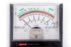 O multímetro análogo, de que combina diversas funções da medida em uma unidade Modelo do vintage foto de stock royalty free