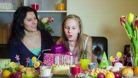 O Mum dá um presente no aniversário filme