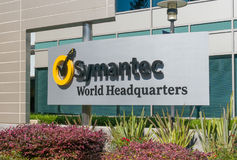 O mundo de Symantec sedia a construção e o logotipo Fotos de Stock