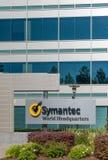 O mundo de Symantec sedia a construção e o logotipo Foto de Stock Royalty Free