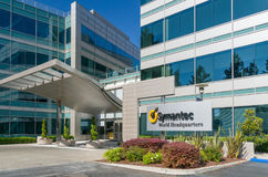 O mundo de Symantec sedia a construção e o logotipo Imagens de Stock Royalty Free