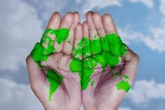 O mundo em suas mãos fotografia de stock