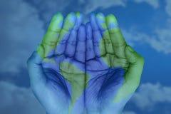O mundo em suas mãos ilustração do vetor