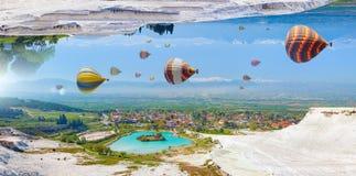 O mundo irreal fantástico de surpresa, balões de ar quente voa no céu azul foto de stock