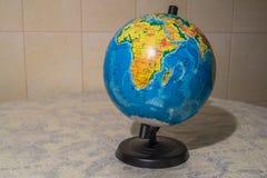 O mundo no globo Fotografia de Stock Royalty Free