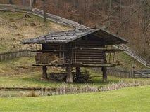 O museu ao ar livre austríaco Stuebing perto de Graz: Pfostenscheune Imagens de Stock