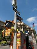 O museu de arte metropolitano, a avenida encontrada, 5a, milha do museu, 81st rua do leste, sinais de rua, New York City, EUA Fotografia de Stock