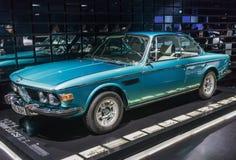 O museu de BMW em Munich, Alemanha imagem de stock