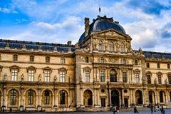 O museu do Louvre imagem de stock