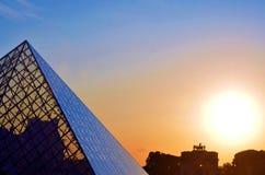 O museu do Louvre em França no por do sol Imagem de Stock Royalty Free