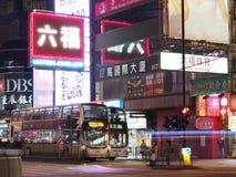 O néon assina dentro Mongkok na noite fotos de stock