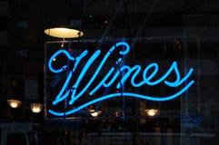 O néon Wines sinal Foto de Stock Royalty Free