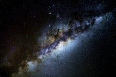 O núcleo de nossa galáxia da Via Látea, nos céus escuros do deserto de Atacama, o Chile fotos de stock royalty free