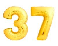 O número dourado 37 trinta e sete fez do balão inflável Fotos de Stock