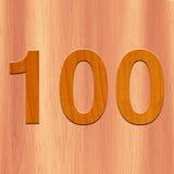 O número 100 fez com madeira no fundo de madeira imagens de stock
