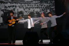 O número musical da dança com um tema náutico executou pelos atores do trupe do auditório de St Petersburg Imagens de Stock Royalty Free