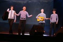 O número musical da dança com um tema náutico executou pelos atores do trupe do auditório de St Petersburg fotos de stock