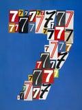 O número sete fez dos números que cortam dos compartimentos em vagabundos azuis Imagens de Stock