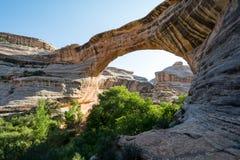 O nacional constrói uma ponte sobre o monumento nacional, Utá, EUA Fotografia de Stock Royalty Free