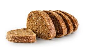 O naco cortado do pão de centeio disparou com foco seletivo foto de stock