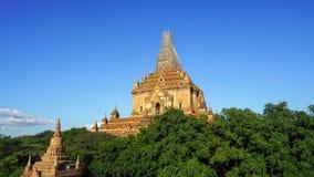O nascer do sol cênico acima de bagan em Myanmar Bagan é uma cidade antiga com milhares de budista histórico Imagens de Stock Royalty Free