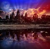 O nascer do sol de Angkor Wat, Siem Reap, Camboja, era inscrito na lista do patrimônio mundial do UNESCO em 1992 Elementos desta  foto de stock