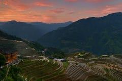 O nascer do sol de terraços do arroz de Longji, província de Guangxi, China Fotos de Stock Royalty Free