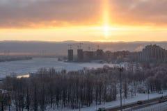 O nascer do sol na cidade durante o inverno Foto de Stock Royalty Free
