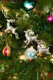 O Natal colorido Ornaments o fundo Imagens de Stock Royalty Free