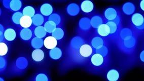 O Natal de Bokeh ilumina o fundo piscar A bandeja obscura dos círculos disparou vídeos de arquivo